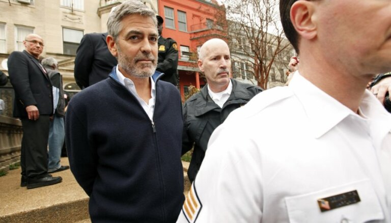 """Джорджа Клуни вызывают в суд по делу об """"оргиях"""" Берлускони"""