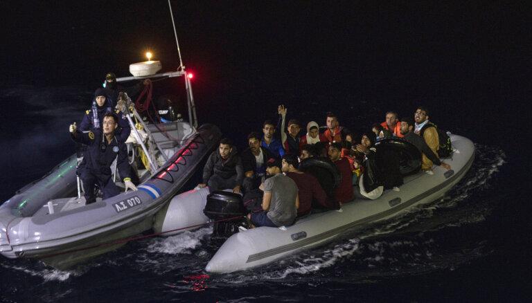 Grieķija pie Lesbas salas jūrā izvietos peldošo barjeru nelegālo imigrantu atturēšanai