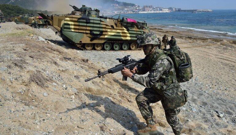 ASV-Dienvidkorejas militārās mācības atsākt nav nepieciešams, paziņo Pentagona šefs