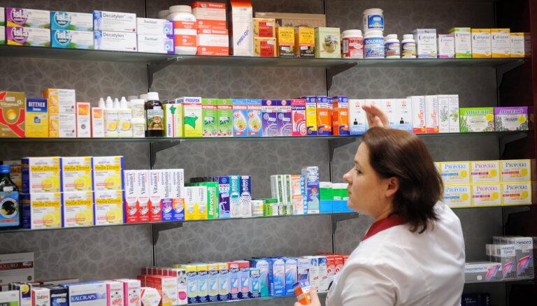 Министра экономики тревожит нехватка круглосуточных аптек в Латвии