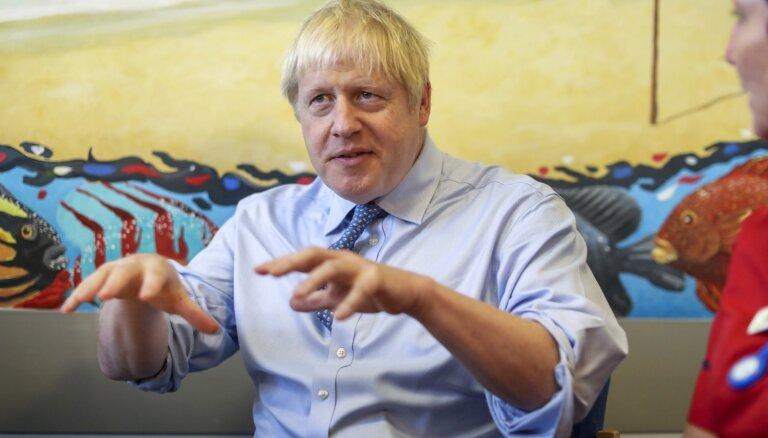 Džonsons turpina vadīt Lielbritānijas valdību no slimnīcas