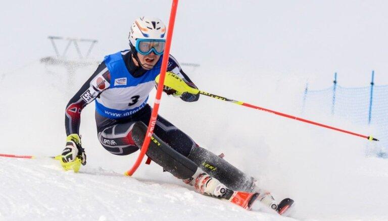 Miks Zvejnieks ar karjeras rekordu uzvar FIS sacensībās Itālijā