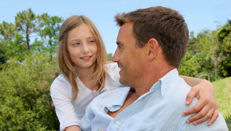 Tētis ciemos nāk reti – kā to paskaidrot bērniem