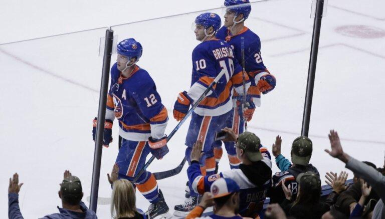 'Islanders' pārspēj 'Lightning' un svin jau astoto uzvaru pēc kārtas