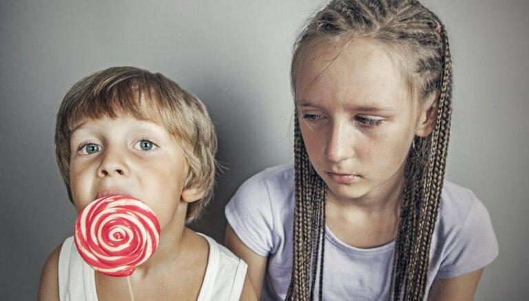 Kāpēc bērns mēdz būt skaudīgs un kā viņam palīdzēt