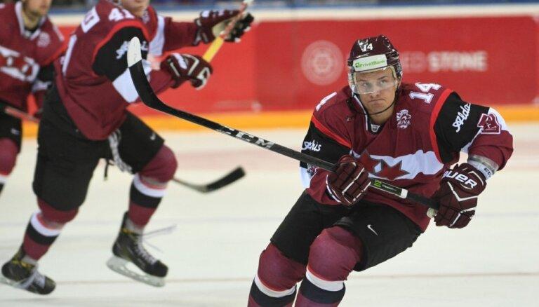 Latvijas hokeja izlase spraigā spēlē uzvar nākamo PČ pretinieci Vāciju