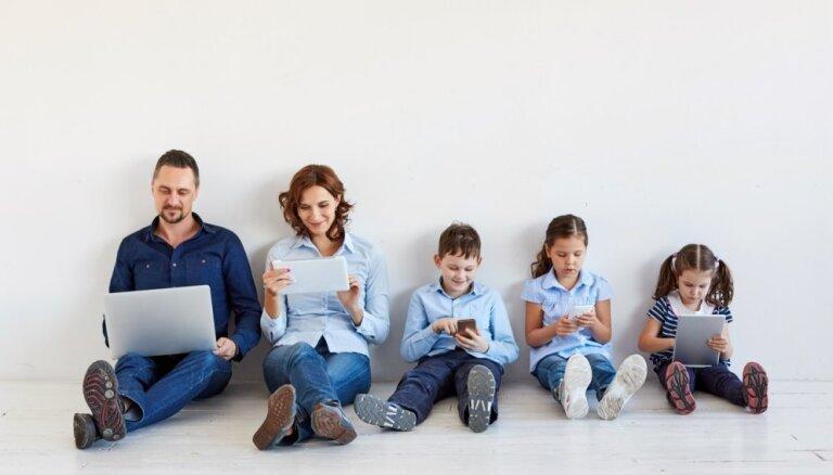 Grēko gan vecāki, gan bērni. Ekrānierīces – problēma vai palīgs