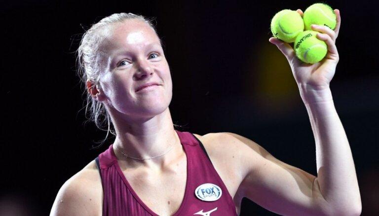 Kiki Bertensa pēc Osakas savainojuma iekļūst 'WTA Finals' pusfinālā