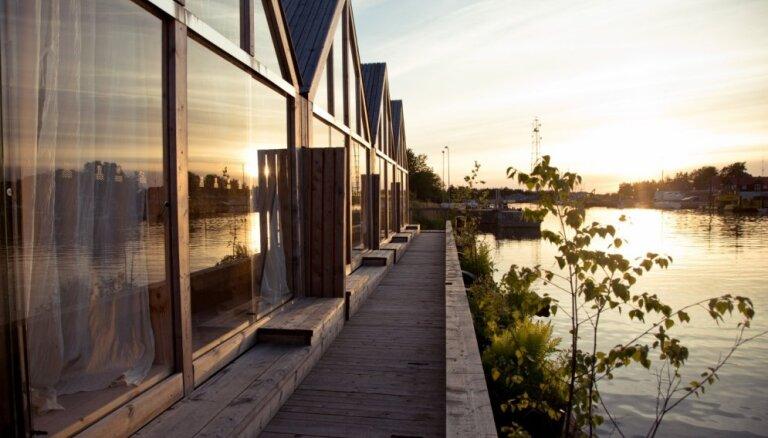 No Peldmājas Pāvilostā līdz mazdārziņmājai Kanādā: piecas neparastas mājas uz ūdens