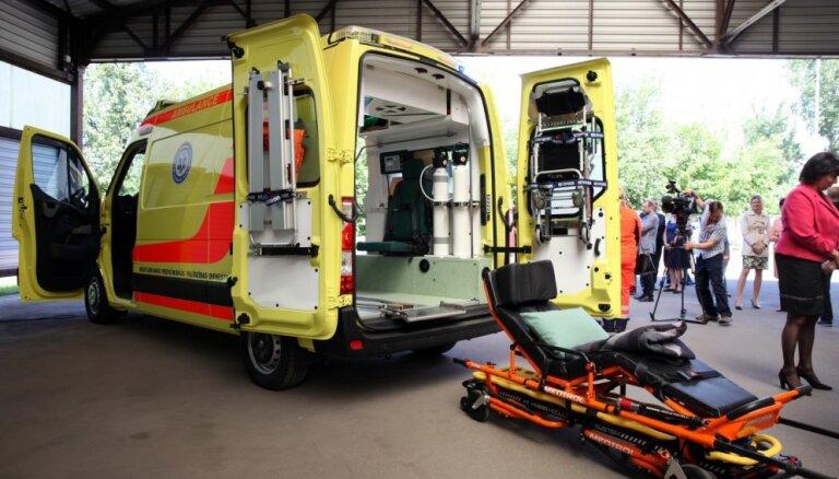 Foto: Jaunās ātrās palīdzības mašīnas izmaksājušas par 17 389 eiro lētāk