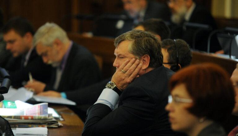 Урбанович: правительство продержится до октября 2014 года