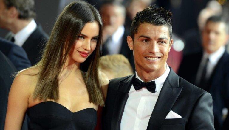 Виктория Боня: Роналду со своими женами заключает контракты на пять лет