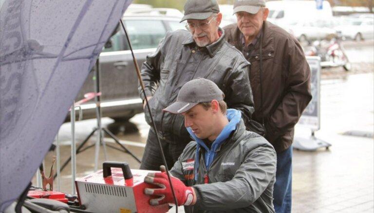Kāpēc pirms ziemas ir būtiski pārbaudīt auto akumulatoru