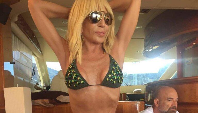 ФОТО: 61-летняя Донателла Версаче позирует в бикини