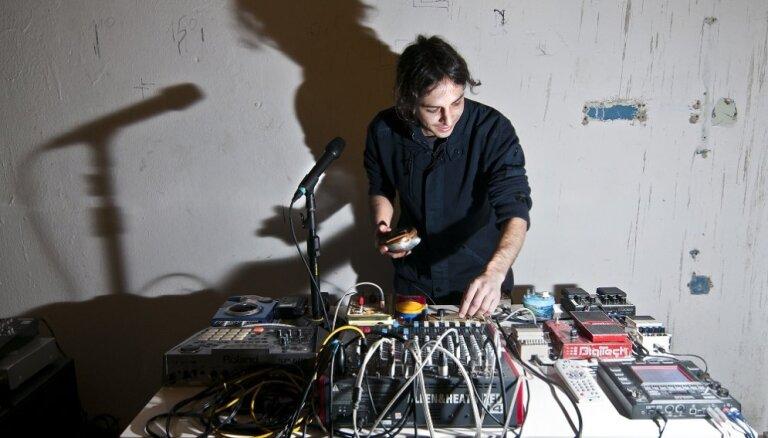 Rīgā uzstāsies skaņu mākslinieks Tomass Telo no Peru