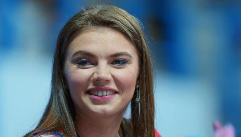 СМИ сообщают о рождении близнецов у Алины Кабаевой