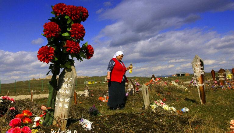Serbijā uziets jauns 11 Kosovas albāņu masu kaps, apstiprina Vučičs