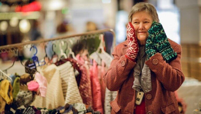 Svētkos atgriezies ikgadējais invalīdu un senioru darinājumu tirdziņš