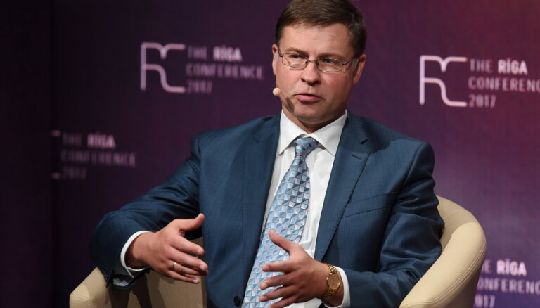 Домбровскис: события в банковском секторе ударили по репутации Латвии