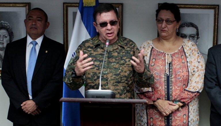 Bijušais Salvadoras aizsardzības ministrs arestēts par iespējamu saistību ar bandu miera līgumu