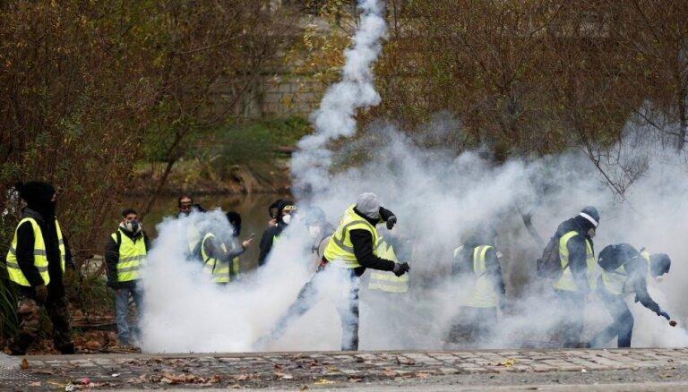 """Париж заявил о поддержке """"желтых жилетов"""" из-за рубежа"""