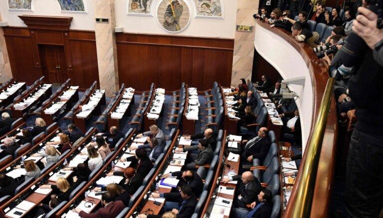 Maķedonijas parlaments atbalsta valsts pārdēvēšanu par Ziemeļmaķedoniju
