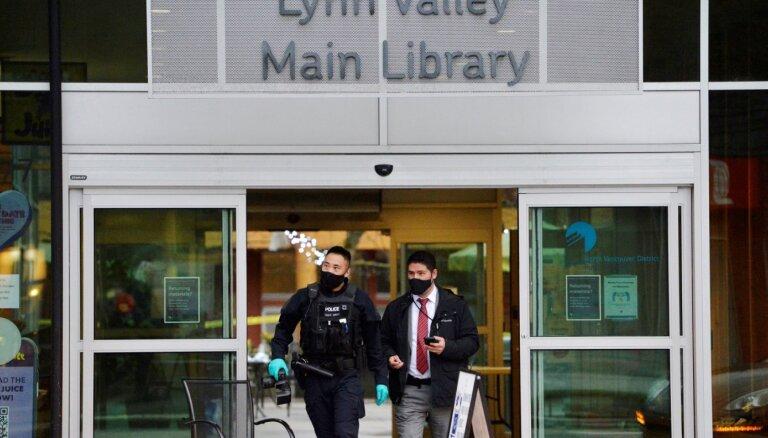 Vankūverā uzbrucējs bibliotēkā ar nazi nogalina sievieti, ievaino sešus cilvēkus