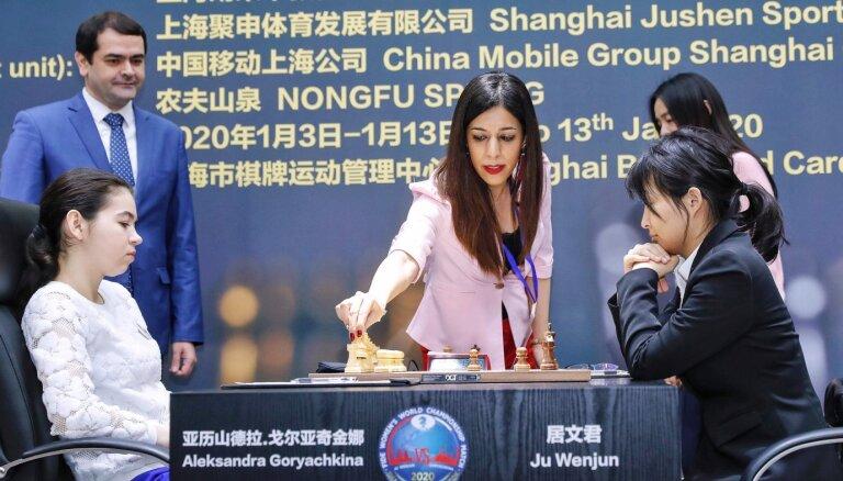 Скандал из-за хиджаба: арбитр по шахматам решила не возвращаться в Иран