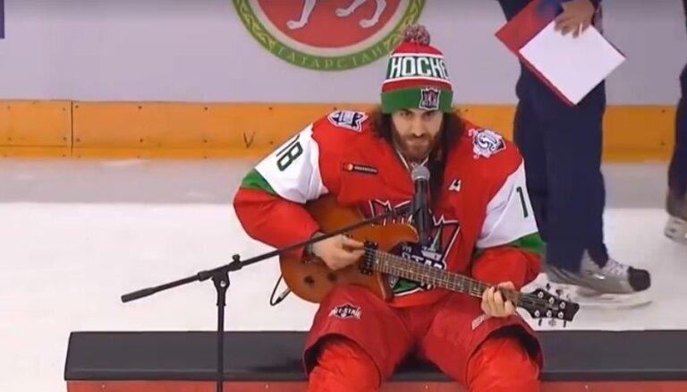Video: Majone KHL Zvaigžņu spēli izdaiļo ar muzikālu priekšnesumu