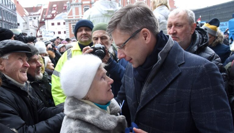 """Ушаков считает предложение Домбравы отменить """"привилегии рижан"""" незаконным"""