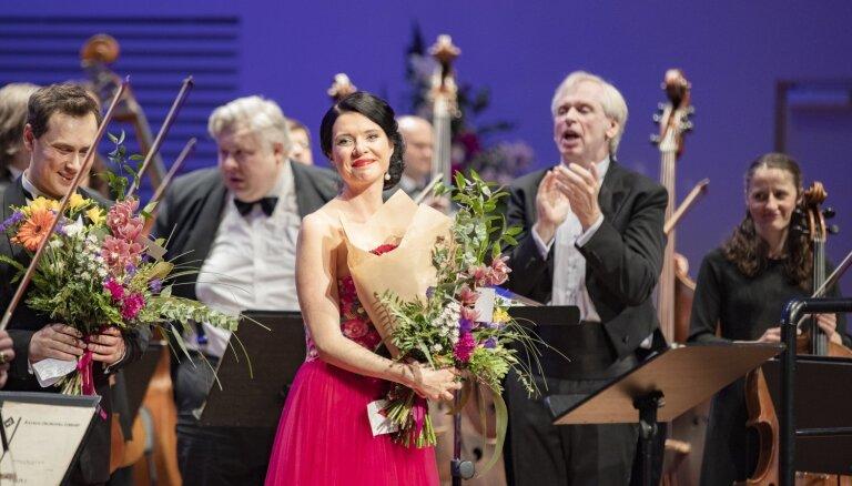 Foto: Ar greznu koncertu noslēgusies Liepājas Simfoniskā orķestra sezona