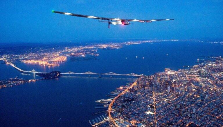 ФОТО: Самолет на солнечных батареях успешно перелетел Тихий океан