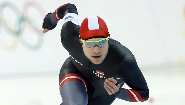 Ātrslidotājs Silovs olimpisko atlasi noslēdz ar jaunu Latvijas rekordu 5000 metru distancē