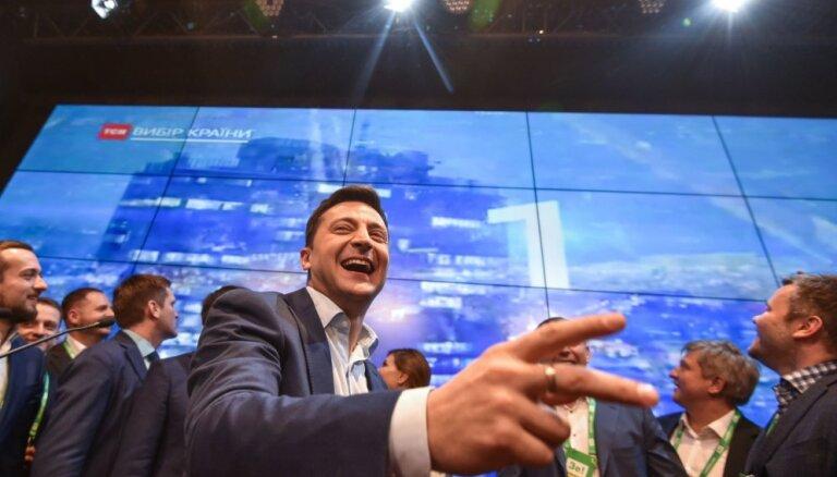 Oficiālie rezultāti: Ukrainas prezidenta vēlēšanās Zelenskis ieguvis 73% balsu