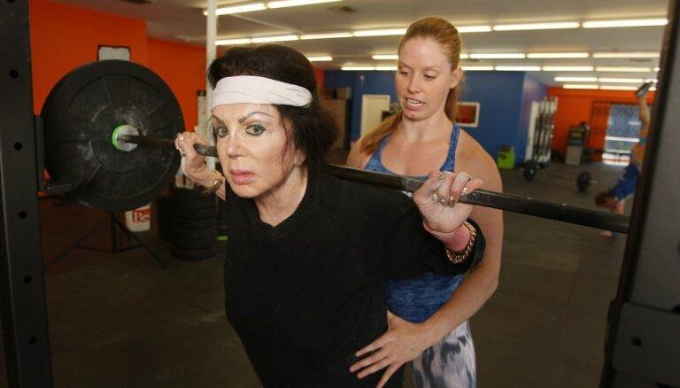 ФОТО: 92-летняя мать Сталлоне ходит в спортзал и жмет штангу