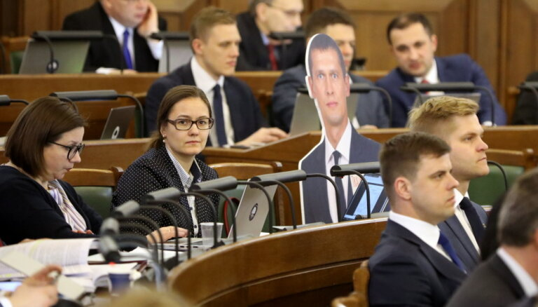 Vēlas beigt automātiski piemērot liegumu krimināli vajātiem deputātiem piedalīties sēdēs