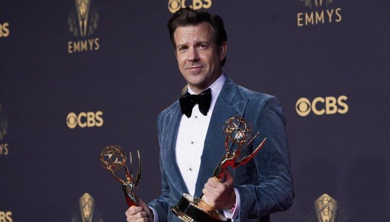 'Emmy' pārsteigumi: 'Netflix' triumfs, Teilore-Džoja bez balvas un nedienas ar daudzveidību