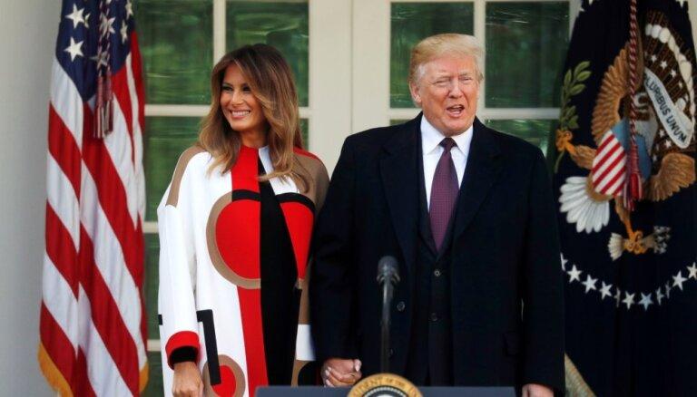 ФОТО: Люди высмеяли пестрое пальтишко Мелании Трамп