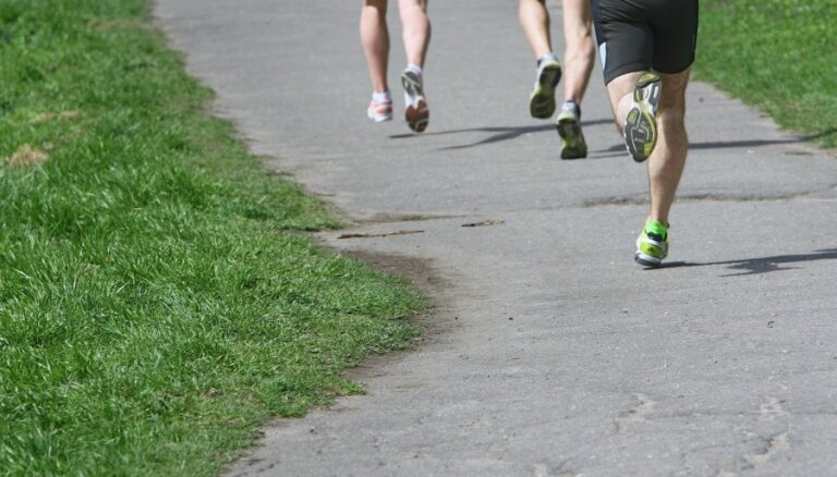 Maratona laikā brīvdienās būtiski ierobežos satiksmi Rīgā; slēgs 11. novembra krastmalu