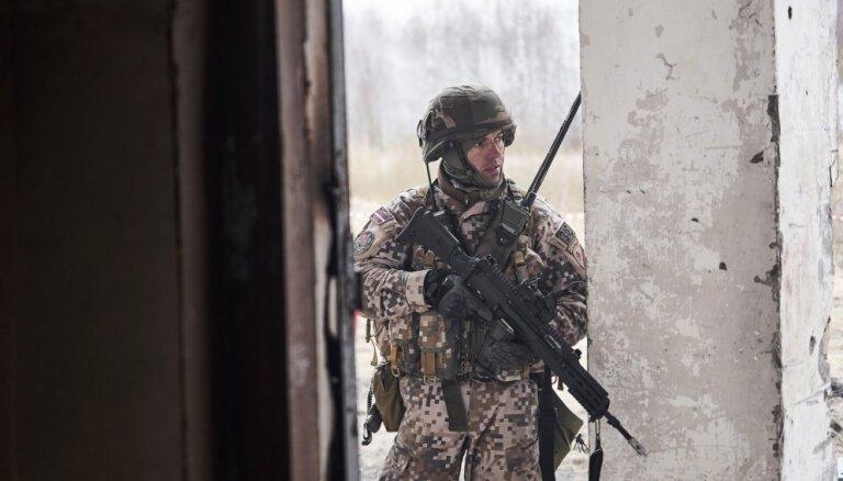 По Пардаугаве перемещаются вооруженные земессарги: рижан просят не волноваться