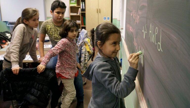 В Латвию переехали три сирийские семьи, в том числе девять детей