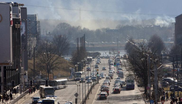 Saeimas apakškomisija aicina domi steidzami mazināt gaisa piesārņojumu Rīgā