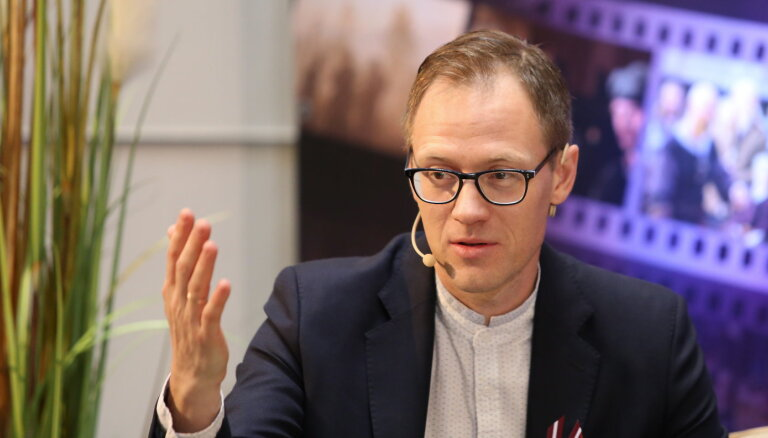 Sandijs Semjonovs kļuvis par četru bērnu tēvu