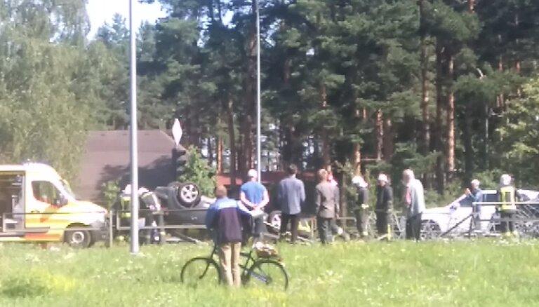 Video: Avārijas dēļ Maskavas ielā vairākas stundas bloķē satiksmi uz Salaspili