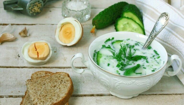 Fiksā gurķu aukstā zupa ar ķiplokiem un grieķu jogurtu
