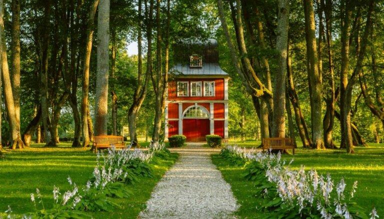 Astoņi skaisti muižu un piļu parki, kas jāapciemo jau šovasar