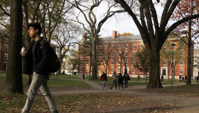 В США вузы судятся с правительством из-за высылки иностранных студентов