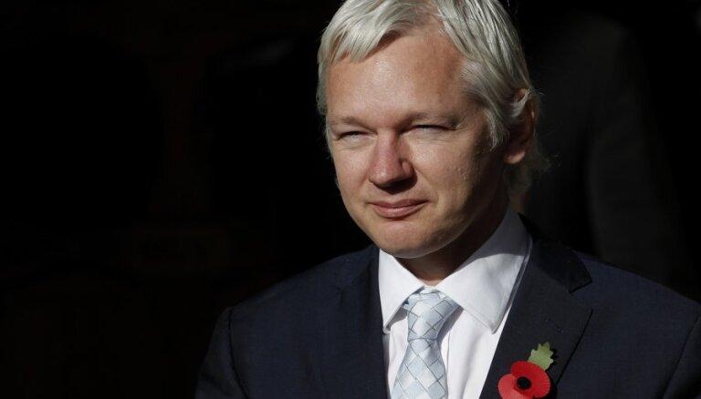 'WikiLeaks': Ekvadora pārtraukusi tās vēstniecībā dzīvojošā Asanža interneta savienojumu