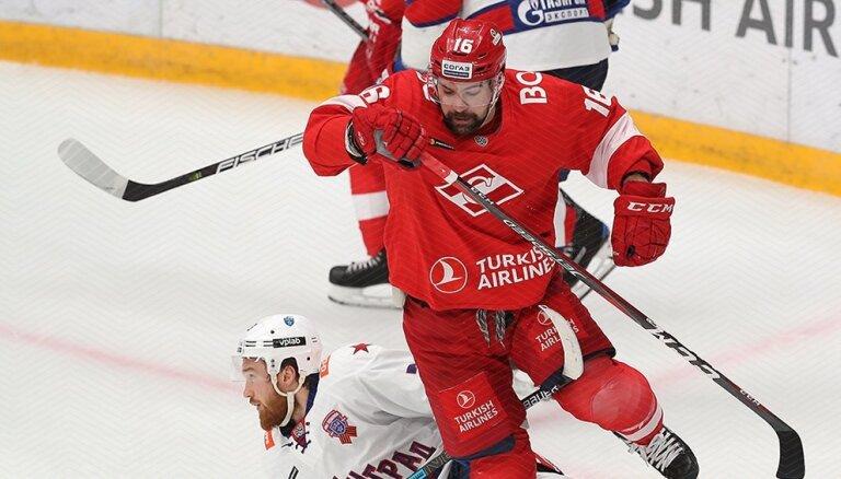 Daugaviņš: esmu vienojies vēl vienu sezonu palikt KHL