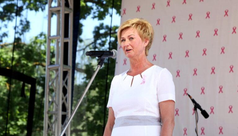 Valsts pirmā lēdija aicina Latvijas sievietes rūpēties par krūšu veselību